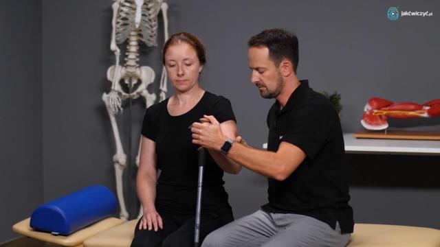 Przykłady ćwiczeń ręki spastycznej w pozycji siedzącej