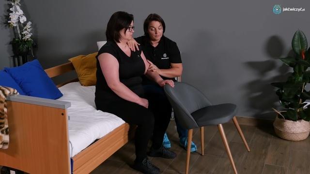 Ćwiczenie 2: Ćwiczenie ręki w siadzie na łóżku z wykorzystaniem krzesła